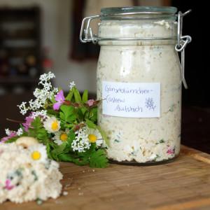 Gänseblümchen-Cashew-Brotaufstrich von Violet Vegan Vairy